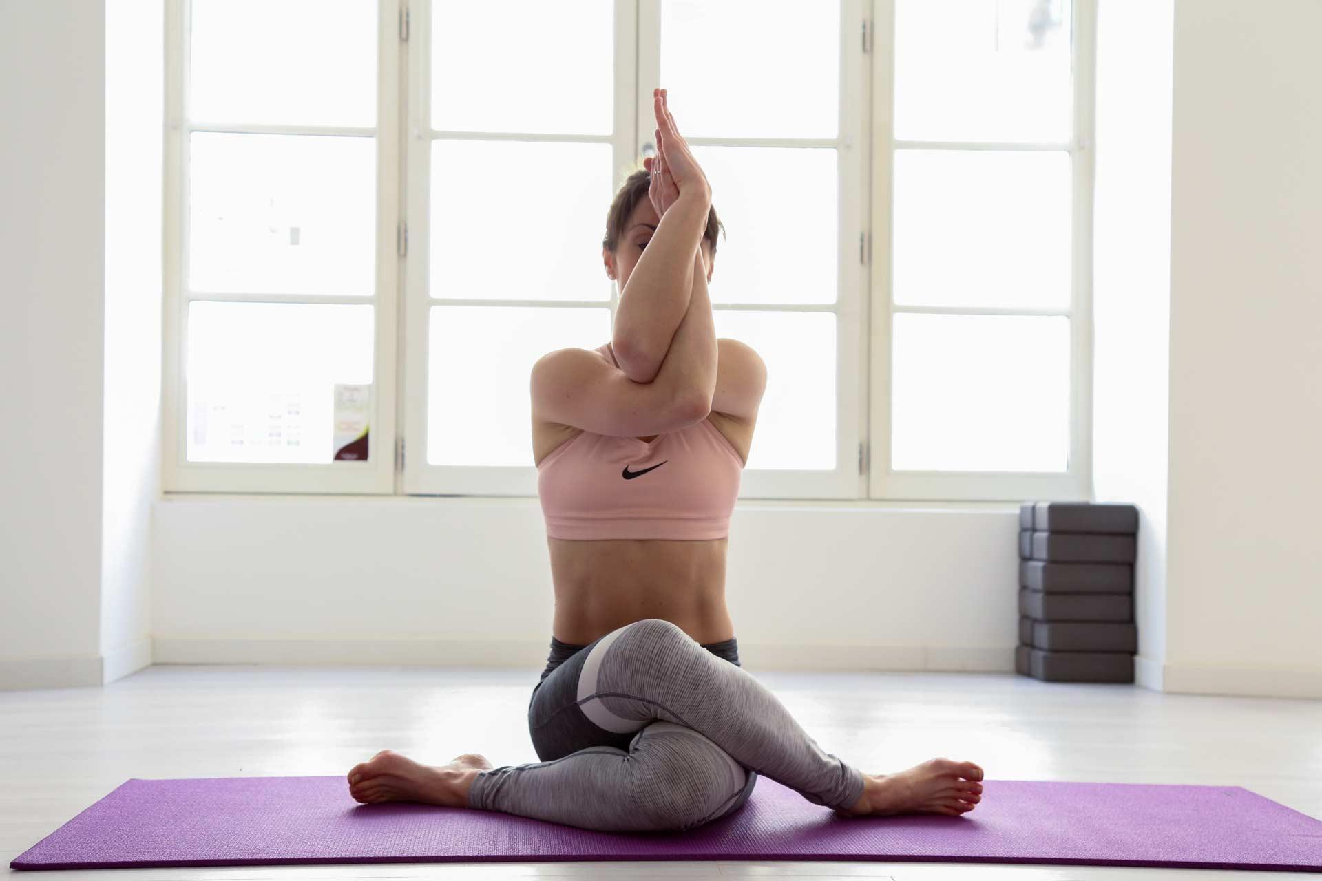 Alexandra siano, professeur de pilates et de yoga, coach sportif à Jonzac proche Saintes bordeaux et Royan